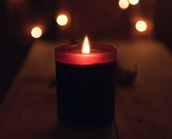rytual w blasku świec